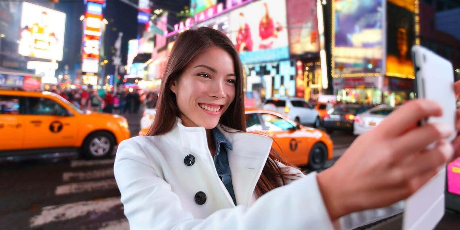 ragazza selfie new york city manhattan a times square